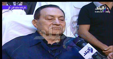 حسني مبارك من داخل القفص