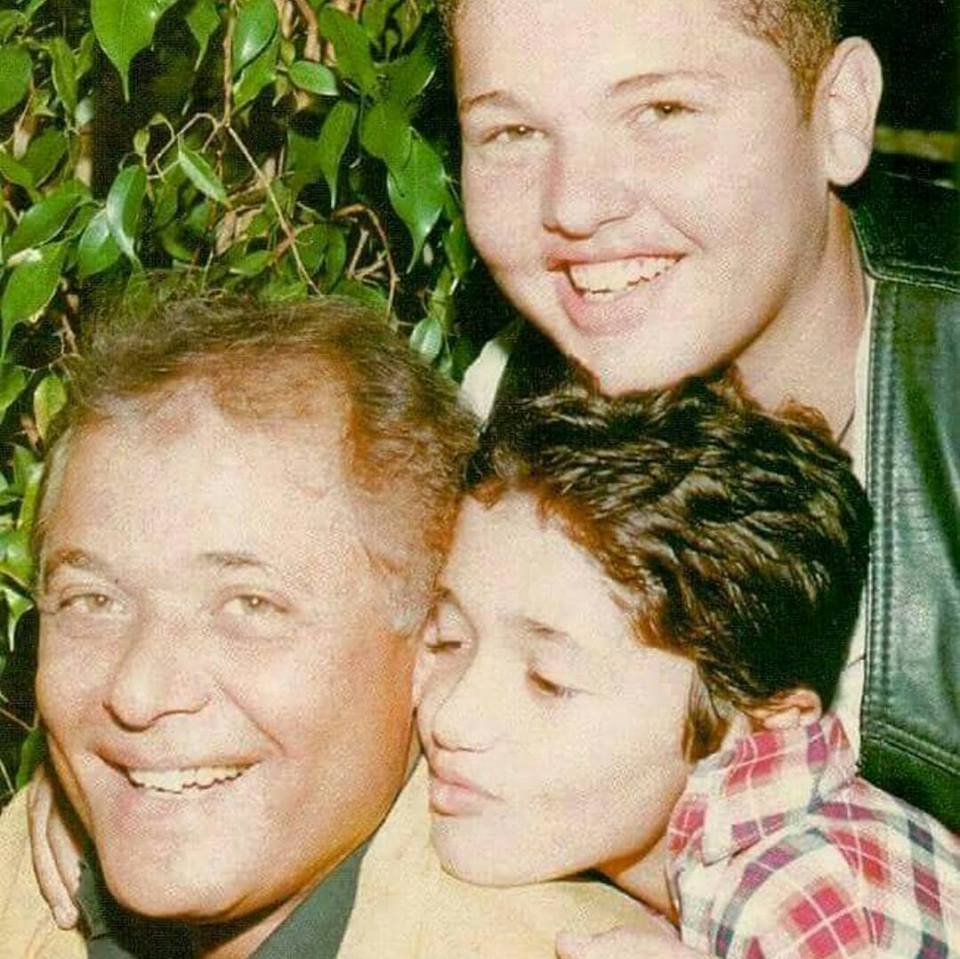 صور كريم محمود عبد العزيز ووالده